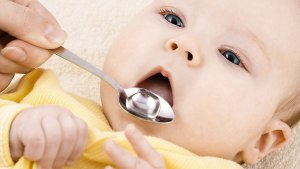 Як змусити малюка вживати несмачні ліки?